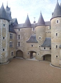 Cheverny, French Castles, Château Fort, French Architecture, French Chateau, Old Buildings, Renaissance, Beautiful Places, Beautiful World