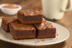 Eine Süssigkeit, die noch dazu gesund ist? Ja, unsere Superfood-Brownie sind das. Durch Kokos, Chia und Zimt sind sie besonders fein & gesund