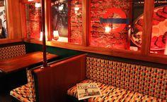 Este subterráneo bar en Londres está decorado como una antigua estación de metro