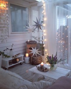 Looks like it& be easy to Recreate via scrap wood / pallet DIY - Weihnachtsdeko Balkon - Rustic Christmas, Christmas Home, Christmas Lights, Christmas Decorations, Deco Bobo Chic, Porch Decorating, Decorating Your Home, Home Decor Shops, Diy Table
