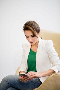 Blusinha verde fluida da #Zara e blazer #off-white tbm da Zara. #GW10_30 #10peças30looks #consultoriadeimagem #imagem #moda #fashion #estilocontemporâneo #officelook #lookfeminno #offwhite #jeans