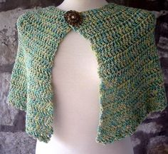 Love the way that drapes and the idea of variegated yarn for a cape. --Pia (Easy Capelet Free Crochet Pattern)