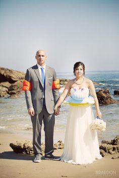 Didn't expect to see this one ! But it sure is a funny idea ! #beachwedding #arubawedding #weddingpictures