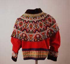A beaded Collar from Greenland (reminds me of Icelandic Yoked Sweaters). This Collar is now part of the Kalaallisuut, the Sunday Suit. Which today constitutes the National Women's Costume of GreenLand - Volkenkunde. Festival Costumes, Beaded Collar, Folk Costume, Textiles, New Wardrobe, Traditional Dresses, Costumes For Women, Monochrome Outfit, Arctic Circle