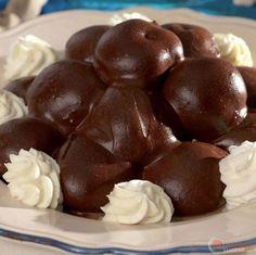 Profiteroles al cioccolato Great Desserts, Mini Desserts, No Bake Desserts, Delicious Desserts, Profiteroles, Sweet Recipes, Cake Recipes, Dessert Recipes, Salsa