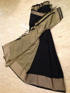Handloom Cotton saree with contrast blouse.  For orders and inquiries, please mail us at naari@aninditacreations.com.  Like our page www.facebook.com/naari.aninditacreations