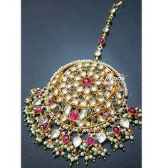 ♧♧♧ The Bride's Galore - Kainoor Bridal Tikka ♧♧♧ Polki tikka with semi-precious stones on gold plated Base.  Enquires: 00447585522293 (watsapp/ viber) Email: kainoork@gmail.com  #bridaljewellery #bridaljewelry #sikhbride #sikhbrides #asianwedding #asianbride #bridalmakeup #anastasiabeverlyhills #dollhousedubai #desibeautyblog #vegas_nay #amrezy #lookamillion #eid #mehendi #henna #walima #muslimbride #pakistanijewelry #pakistanibride #pakistaniwedding #wedmegood #indianbridal #mua…