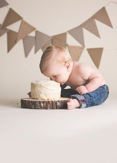 1st Birthday Photoshoot, Baby Boy 1st Birthday Party, One Year Birthday, 1st Birthday Cake Smash, Boy Cake Smash, Cake Smash Outfit, Boy Birthday Pictures, First Birthday Photos, Book Bebe