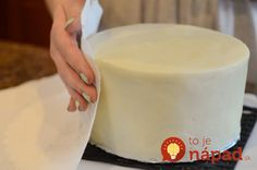 How to frost a cake with a paper towel and make it look like fondant. Viva paper towel works the best as it has no pattern Food Cakes, Cupcake Cakes, Car Cakes, Fondant Cupcakes, Cupcake Ideas, Köstliche Desserts, Delicious Desserts, Yummy Food, French Desserts
