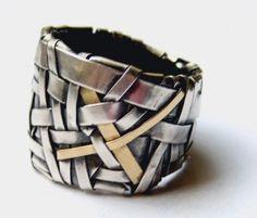 Ring | Patricia Gurgel-Segrillo. http://www.gurgel-segrillo.com/overview_jewellery.html