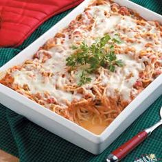 Spaghetti Casserole Baked Spaghetti Casserole – easier with elbow mac and no sour cream – might try without the cream of mushroom soup next time too The Cream, Creamed Mushrooms, Stuffed Mushrooms, Stuffed Peppers, Marinated Mushrooms, Baked Spaghetti Casserole, Spaghetti Bake, Lasagna Ingredients, Cooking Recipes