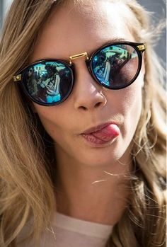Cara Delevingne blue mirrored sunglasses . reflective lenses. #sunnies #shades Fashion accesories #offduty