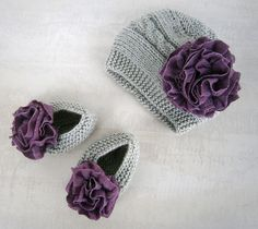 This adorable baby girl hat and booties set has been handmade to my own design and would make a great gift idea for a little girl. Here is a hand