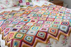http://sandra-cherryheart.blogspot.co.uk/2014/03/colour-theory-blanket.html
