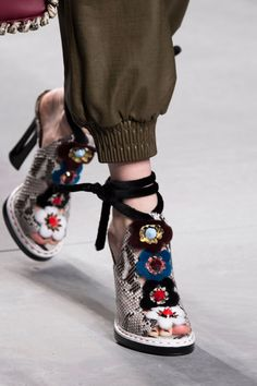 Fendi at Milan Spring 2016 (Details)
