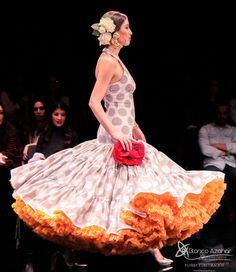 Pedro Béjar nos maravilla con #OMNIUM donde #BlancoAzahar ha tenido el placer de colaborar con sus #Floresdeflamenca . Simof 2018 - Salón Internacional de Moda Flamenca 2018 en Fibes Sevilla. Colección que toma el nombre originario de la localidad natal del diseñador, #Hinojos. #PedroBéjar #moda #fashion #ModaFlamenca #Sevilla #TrajesdeFlamenca #Simof #photography by @LolaMontiel Disney Princess, Disney Characters, Xmas, Orange Blossom, Flamingo, Disney Princesses, Disney Princes