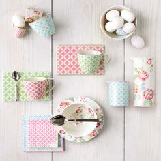 Achieving a lush, modern look has never been easier than with Amanda & Mai. With fresh graphic prints and painted flowers, this is the perfect mix of a contemporary and cosy style in an absolutely Sunday Brunch, Amanda, Interior Design, Holiday Decor, Tableware, Instagram Posts, Prints, Cath Kidston, Home Decor