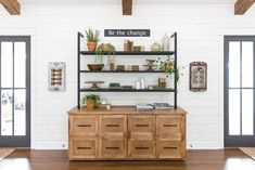 Plants of Season 4 - Joanna Gaines shares her Fixer Upper secret Living Room With Fireplace, Living Room Kitchen, My Living Room, Living Room Decor, Fixer Upper Hgtv, Fixer Upper Shiplap, Fixer Upper Living Room, Fixer Upper Kitchen, Joanna Gaines