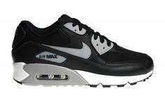 Nike Air Max 90 Essential, voor de stoere mannen! De kleuren zijn zo verwerkt, dat de schoenen een stevige look mee hebben gekregen. Avondlevering mogelijk!
