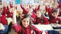 Okullar ne zaman açılacak? 2016-2017 Eğitim ve Öğretim yılı: Okullar ne zaman açılacak? 2016-2017 Eğitim ve Öğretim yılı için artık çok az bir zaman kaldı. Binlerce öğrenci tatilin tadını çıkarırken bir yandan da okulların ne zaman açılacağını merak ediyorlar. Milli Eğitim Bakanlığı okulların ne zaman açılacağına dair bilgiyi paylaştı. Okullar daha önce belirlenen 19.09.2016 tarihinde açıklanacak. Milli Eğitim Bakanlığı sosyal medyada ortaya atılan 'okullar geç açılacak' iddialarını…