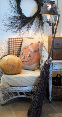Halloween Jack o lantern Pumpkin in party hat Vintage Pillow decoration