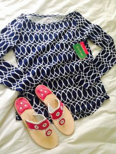 Love the pairing of navy blue and hot pink sandals.