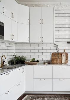 Light living kitchen - via Coco Lapine Design