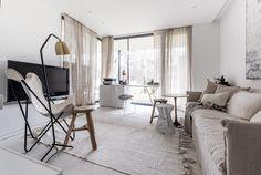 Absolutním vítězem soutěže Interiér roku se stal loft na Hřebenkách. Interiér zaujal i v zahraničí - Aktuálně.cz Home Reno, Oversized Mirror, Loft, Curtains, Interior Design, Bedroom, House, Inspiration, Furniture