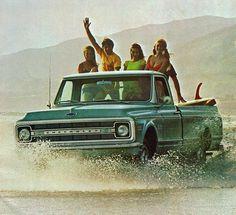 A 1970 Chevrolet Pickup Trucks advertisement.