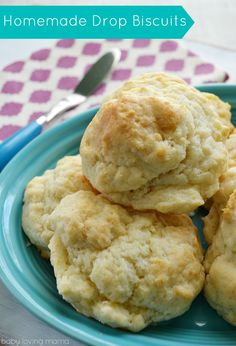 Homemade Drop Biscuits: This recipe for homemade biscuits is so easy and uses ingredients already on hand! Trust me, these are amazing!!!!  #biscuits #homemade
