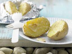Grillkartoffeln: Kartoffeln sind viel gesünder als ihr Ruf. Und so fettarm zubereitet wie hier, besteht auch keine Gefahr für die schlanke Linie.