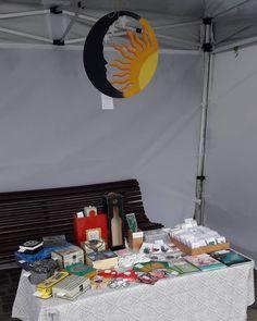 Chiar daca plouă, noi vă așteptăm așa cum v-am obișnuit la Târgul din Piața Sfântul Ioan. Bucurați-vă de efectele relaxante ale unei… Craft Fairs, Crafts, Home Decor, Manualidades, Decoration Home, Room Decor, Handmade Crafts, Craft, Home Interior Design