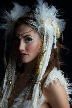 Tocado de pelo tribal blanco y oro pluma por lotuscircle en Etsy