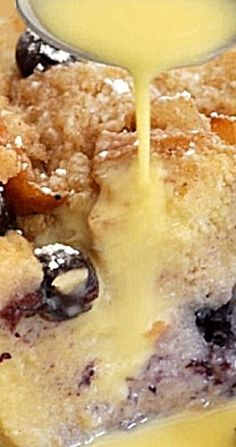 Homemade Extra Moist Blueberry Bread Pudding - Recipes to Cook - Best Bread Pudding Recipe, Blueberry Bread Pudding, Blueberry Desserts, Pudding Desserts, Köstliche Desserts, Pudding Recipes, Delicious Desserts, Slow Cooker Bread Pudding, Bread Recipes