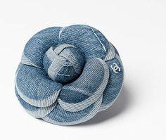 Camélia, denim-bleu ciel - CHANEL RTW pré-collection SS 2017 #Chanel #precollection2017 #SS17   Visit espritdegabrielle.com - L'héritage de Coco Chanel #espritdegabrielle