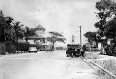 Quiet street scene in Cavill Avenue, Surfers Paradise, ca. 1938 - A few parked cars line an otherwise quiet Cavill Avenue at Surfers Paradise on the Gold Coast. Gold Coast Queensland, Gold Coast Australia, Brisbane Queensland, Queensland Australia, Sunshine State, Historical Pictures, Back In The Day, Beautiful Beaches, Old Photos