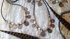 Gargantillas base cuero, piezas de zamak, baño de plata