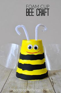 This super cute foam cup bee craft makes a perfect kids craft for spring or summer time or when learning all about bees. This super cute foam cup bee craft makes a perfect kids craft for spring or summer time or when learning all about bees. Insect Crafts, Bug Crafts, Daycare Crafts, Foam Crafts, Preschool Crafts, Beach Crafts, Nature Crafts, Bee Crafts For Kids, Toddler Crafts