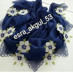 Needle Lace, Needle And Thread, Lace Making, Lace Flowers, Bead Crochet, Silk Crepe, Burlap Wreath, Hue, Machine Embroidery
