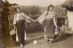 Frankenstein Costume, Young Frankenstein, Romanian Women, Still In Love, Folk Costume, Eastern Europe, Historical Photos, Traditional Art, Beautiful World