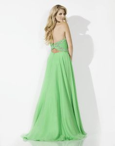 Beautiful Green Wedding Dress: The lovely green wedding dress in many store now officially is being displayed. Of course its the green season. ... http://www.womens-styles.com/lovely-green-wedding-dress/