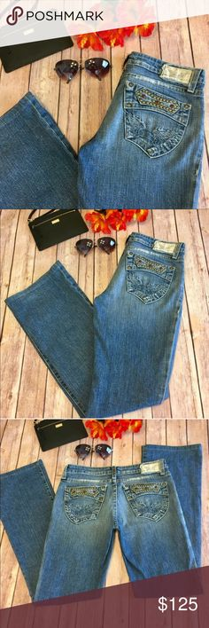 """⚡️SALE⚡️Robin's Jean Studded Bootcut Inseam 31"""" Excellent Condition Like New!!! Made In The USA 🇺🇸 High End Designer Robin's Jeans Size 28. Inseam Approx 31"""". Waist Is Approx 14 1/4"""" Inches Flat. Distressed Denim With The Prettiest Crystals And Studs On The Back Pockets!!!! Robin's Jean Jeans Boot Cut"""