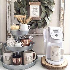 """1,820 curtidas, 21 comentários - Danuza Hauer (@casaorganizada) no Instagram: """"Bom dia com cantinho do café fofo e rústico , onde a fruteira de andares entrou em ação para…"""""""