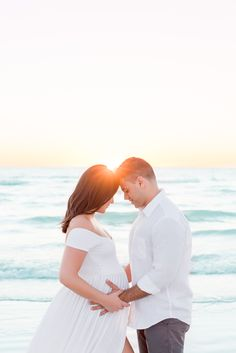 Beach Maternity Pictures, Sunset Maternity Photos, Maternity Photo Outfits, Outdoor Maternity Photos, Family Maternity Photos, Maternity Photography Poses, Maternity Poses, Maternity Photographer, Couple Pregnancy Photoshoot