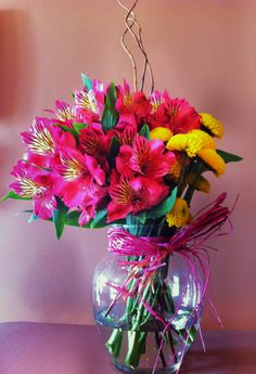 Pink Alstroemeria flowers with a touch of yellow for a prompt recovery gift basket © Gaïa Art Floral