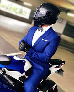 Ohhhh yummie a suit and a Ohhhh yummie Ein Anzug und ein Fahrrad Ohhhh yummie a suit and a bike - Biker Love, Biker Girl, Motorcycle Outfit, Motorcycle Helmets, Motorbike Girl, Moto Design, Motos Yamaha, Ns 200, Bike Photoshoot