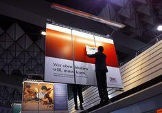 Hingucker-Werbung der Wirtschaftswoche.     (Aufgenommen am Flughafen Frankfurt/M.)