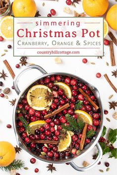How to make an easy homemade Christmas stovetop potpourri. This simple DIY holiday simmering pot recipes makes the house smells like Christmas naturally. Homemade Potpourri, Potpourri Recipes, Stove Top Potpourri, Simmering Potpourri, Christmas Scents, Homemade Christmas, Christmas Ideas, Natural Air Freshener, Manualidades