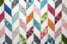 Herringbone video quilt tutorial from Missouri Star Quilt Company Love the Harringbone, maybe with less pink and more gray! Missouri Star Quilt Tutorials, Quilting Tutorials, Quilting Projects, Quilting Designs, Quilting Ideas, Msqc Tutorials, Sewing Projects, Jellyroll Quilts, Patchwork Quilting