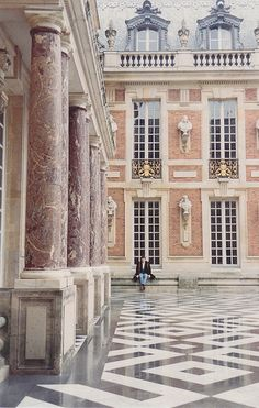 ~Palais de Versailles outside Paris.